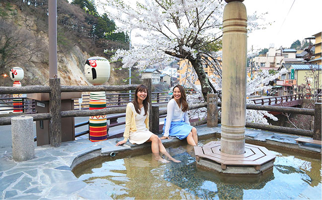 This is a course that goes around the Tsuchiyu Onsen town.